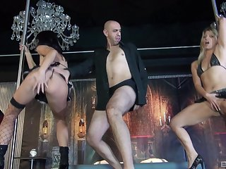 Hardcore FFM threesome ends with a facial for wife Mariskax