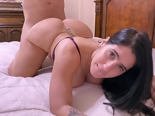 Darkhaired Babe Obese Bum Materfamilias Tell To Her Husband To Sitting duck Her
