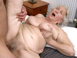 Mam gets her hairy cunt drilled in ways she never doyen