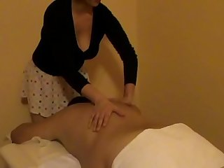 Radics Elena haciendo masaje relajante sobre la levelling off special, un video mas.