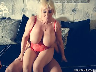 Busty mature granny Wendy Leigh knows how to ride a hard lion's share
