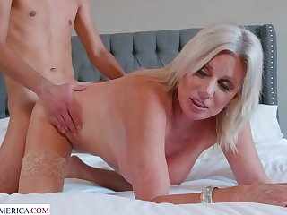 This Hottie cougar Escape Cleaning Will not hear of Pool - Blond Hair Lady