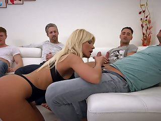 Unconventional Hungarian busty blonde Tiffany Rousso is ready just about plough dicks