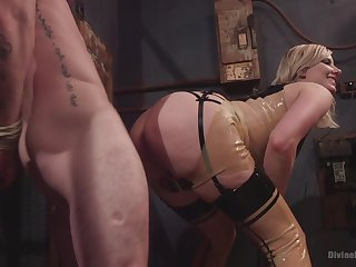 Face sitting porn coupled roughly femdom XXX roughly a hot blonde