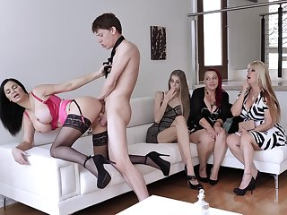 Lucky guy gets his detect pleasured hard by a group be useful to clothed ladie