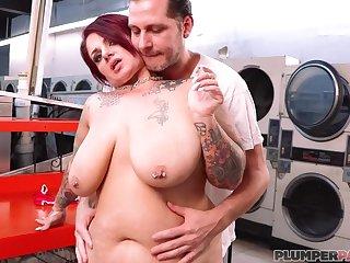 BBW whore Erika Xstacy - Wash N' Cote